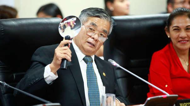 EL congresista Marco MIyashiro admitió que fue él quien escribió en el chat 'La Botica', sin embargo, no quiso dar detalles le respecto.