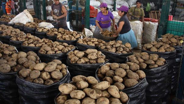 Papa se vende a S/0.95 el kilo en el mercado mayorista de Lima.