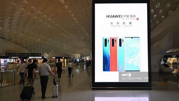 Anuncio de Huawei y su P30 Pro en el aeropuerto de Shen Zhen