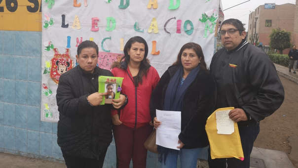 Los padres denuncian también a la directora del centro educativo.