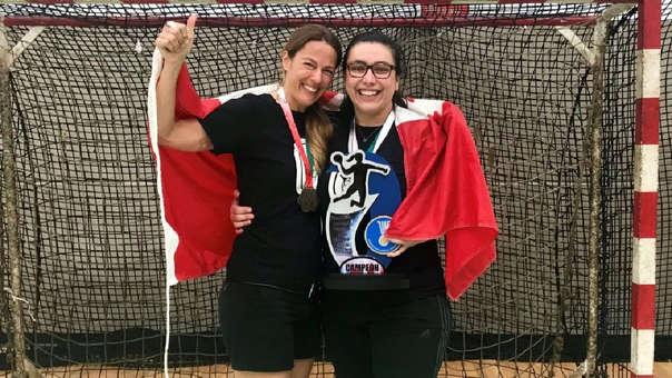 La seleccionadora del combinado femenino de balonmano de Canadá, Nathalie Brochu, junto a la preparadora mental, Nadia Lefebvre