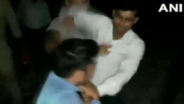 Captura de la agresión grabada contra el periodista.