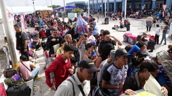 Venezolaos en el Cebaf durante el último día de ingreso sin visa.
