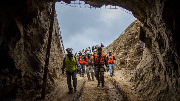 Trabajadores durante el rescate de los mineros atrapados.