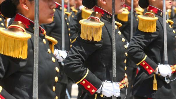 Alumnas de cuatro centros de formación militar y policial en Lima