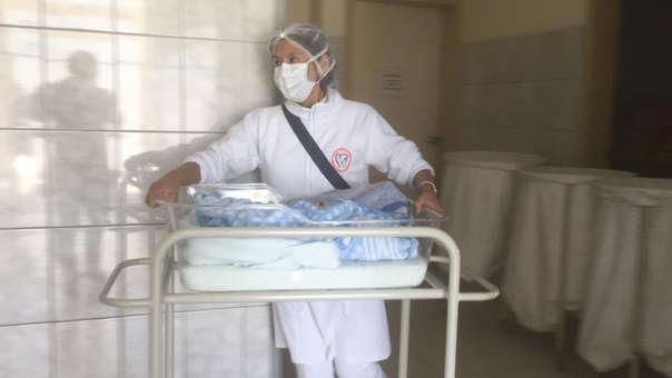 Niña Milagritos se recupera en el Hospital Central de Majes.