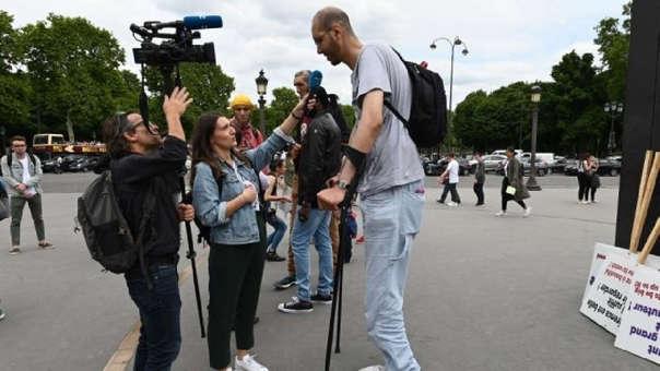Periodistas entrevistan a Takioullah.