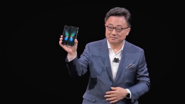 DJ Koh, CEO de Samsung, presentando el Galaxy Fold en el evento del S10 Plus