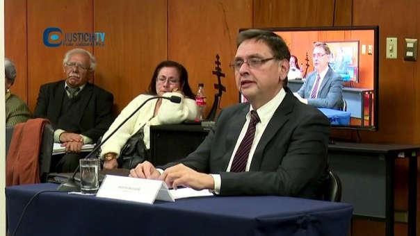 Dumet explicó que es un funcionario público con 35 años de experiencia en entidades del estado, durante su exposición para ser miembro del Junta Nacional de Justicia.