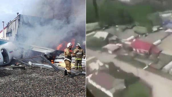 Los bomberos tratan de apagar las llamas tras estrellarse un avión de pasajeros Antonov-24 contra una planta de tratamiento de aguas residuales durante un aterrizaje de emergencia (izquierda). A la derecha, imagen de video grabado durante la caída.