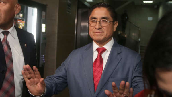 César Hinostroza continuará siendo investigado por lavado de activos.