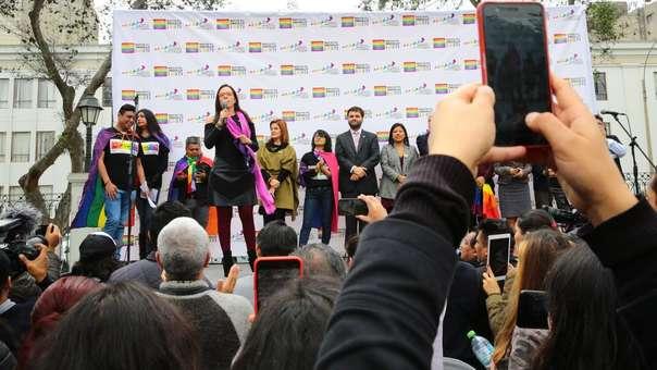 Congresistas recibieron al Colectivo Marcha por el Orgullo en la Plaza Bolívar.