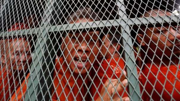 Rath Rott Mony habla con la prensa tras ser detenido.