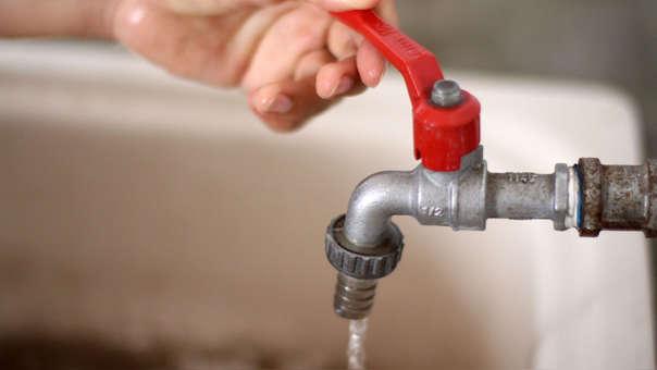 El gerente general de Sedapal, Polo Agüero, estimó que al menos 1'031,953 habitantes de los 20 distritos serán afectados con el corte del suministro de agua potable.