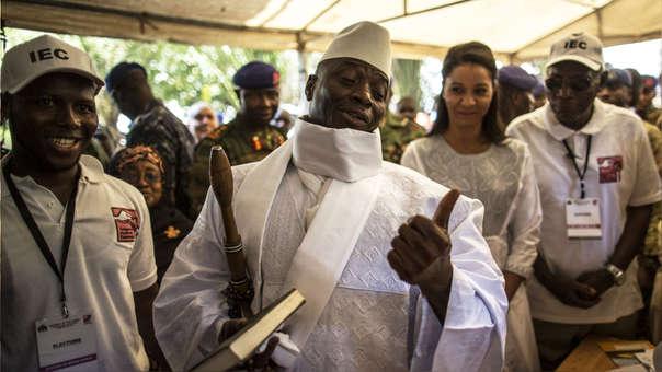 Yayha Jammeh fue presidente de Guinea desde 1994 hasta enero de 2017, cuando fue vencido en las elecciones por el actual presidente Adama Barrow, y actualmente está exiliado en Guinea Ecuatorial.