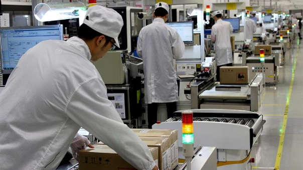 Línea de producción de teléfonos Huawei en Shenzhen