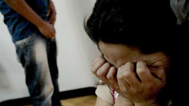 La ministra de la Mujer indicó que se ha solicitado los nombres de los agentes que atendieron a la joven.