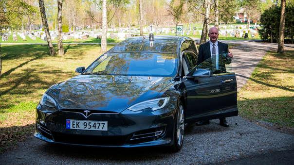Esta carroza fúnebre eléctrica es muy popular en Noruega