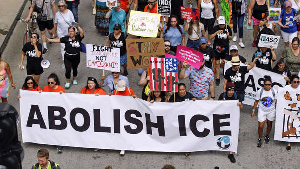 US-THOUSANDS-IN-CHICAGO-PROTEST-PLANNED-ICE-ARRESTS-OF-UNDOCUMEN