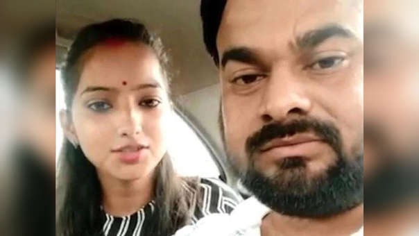 Captura del video en el que Sakshi Misra hizo la denuncia contra su padre