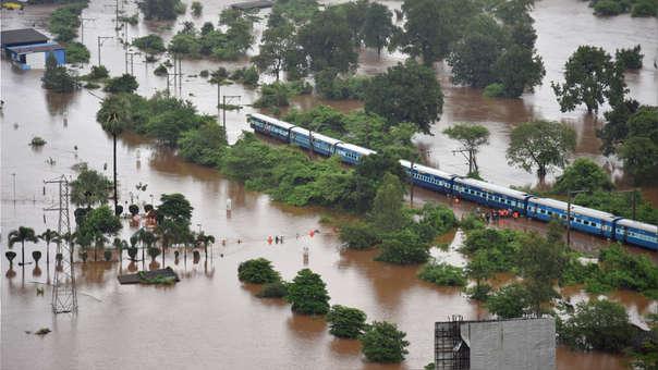 INDIA-FLOODS-TRAIN