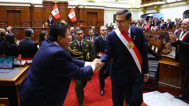 Martín Vizcarra a su salida del Congreso luego de hacer su anuncio.