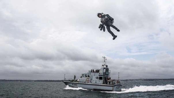 Marina Real Británica prueba el body suit a reacción