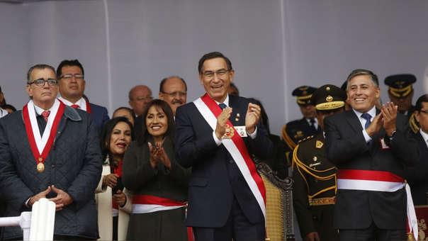 Martín Vizcarra junto al presidente del Congreso, Pedro Olaechea (primero de izquierda a derecha).