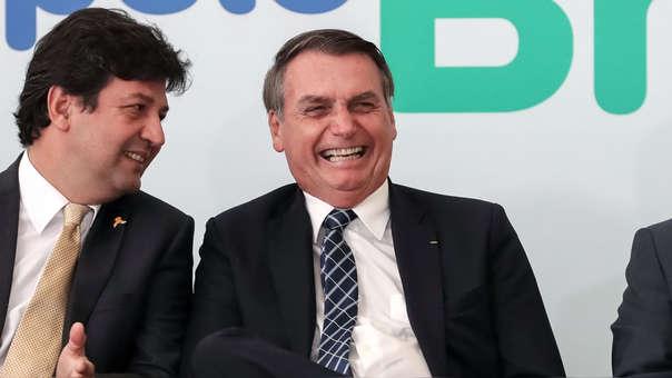 Jair Bolsonaro durante un acto público de este jueves junto a su ministro de Salud, Luiz Henrique Mandetta.