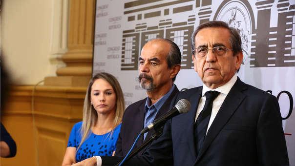 """La Célula Parlamentaria Aprista sostiene que las reuniones """"no se realizan en igualdad de condiciones ni de forma transparente"""