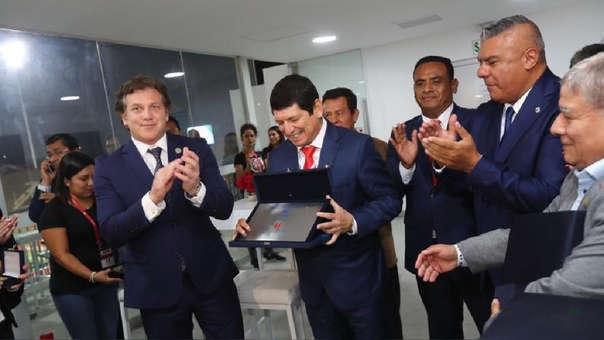 Agustín Lozano actualmente es Presidente interino de la Federación Peruana de Fútbol.