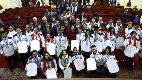 Medallistas recibieron reconocimiento en Congreso