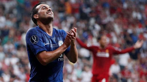 Se perdió el primero: el remate de Pedro que sacudió el arco de Liverpool