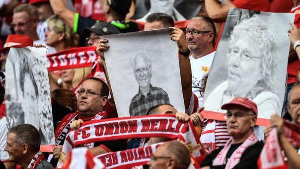Emotivo homenaje a los hinchas del FC Unión Berlín