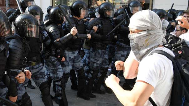 Choque entre manifestantes y la Policía en Moscú