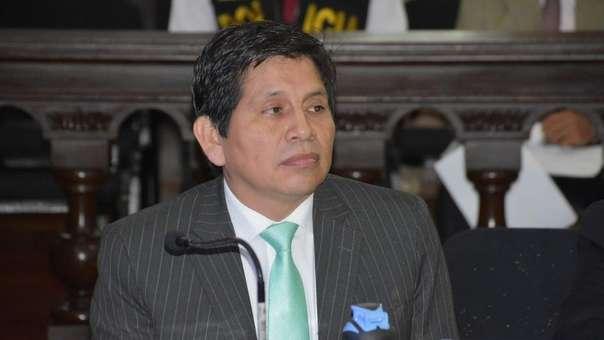 Suspendido fiscal superior es investigado por los presuntos delitos de tráfico de influencias agravado.