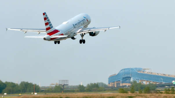 Mecánico alteró sistema de avión para cobrar horas extras