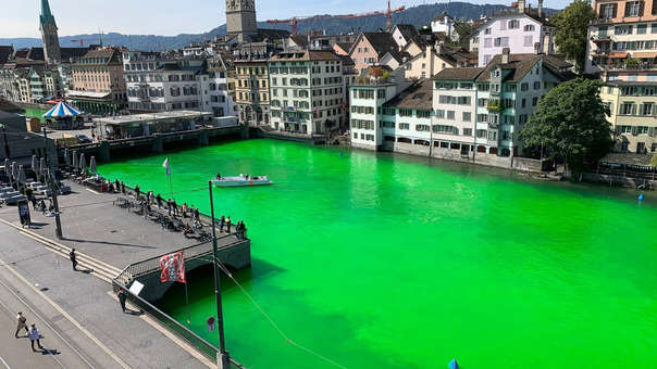Tiñen de verde fosforescente río de Zúrich