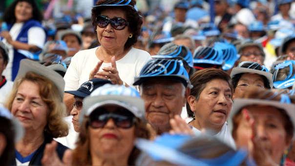 La diferencia de ingresos entre el pensionista y no pensionista no es mucha, pero es fundamental para la calidad de vida de estas personas, afirma Arellano.
