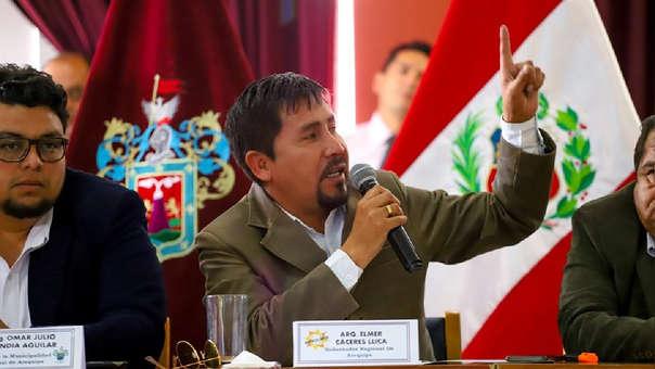 El gobernador regional, Elmer Cáceres Llica, encubre a su asesor Hugo Mendoza.