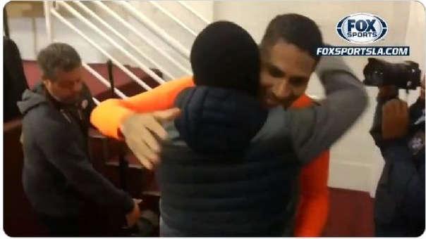 El abrazo fraterno entre Paolo Guerrero y Julio César Uribe