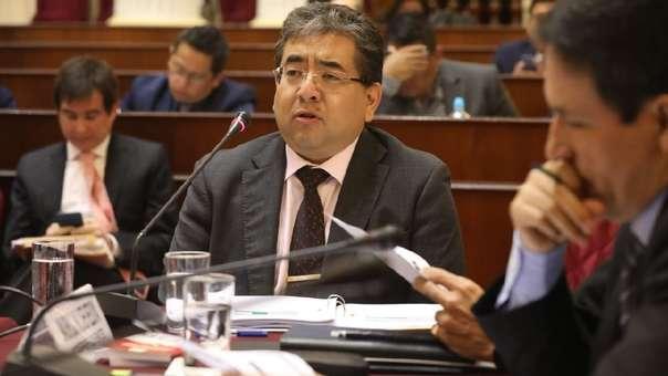 El contralor se presentó en una sesión extraordinaria de la Comisión de Fiscalización.