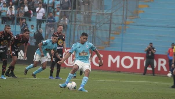 Cristian Palacios marcó el primero para Sporting Cristal en el Alberto Gallardo.