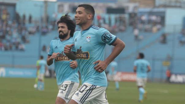 Cristian Palacios anotó de penal el primero para Sporting Cristal ante Ayacucho