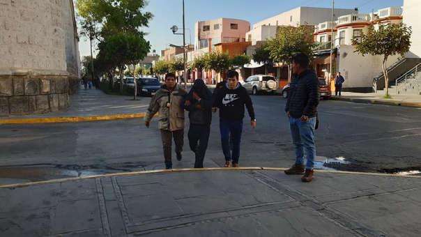 Momento de la detención de Carlos Alberto Mamani Huacoto.
