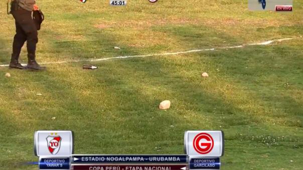 ¡Piedras, botellas de cerveza y una pala! Partido de la Copa Perú  terminó en una batalla campal