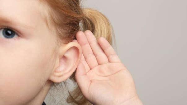 Niña sorda