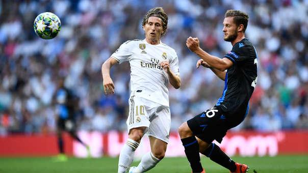 Grosero error de Modric y gol de Brujas: así venció Dennis a Curtois