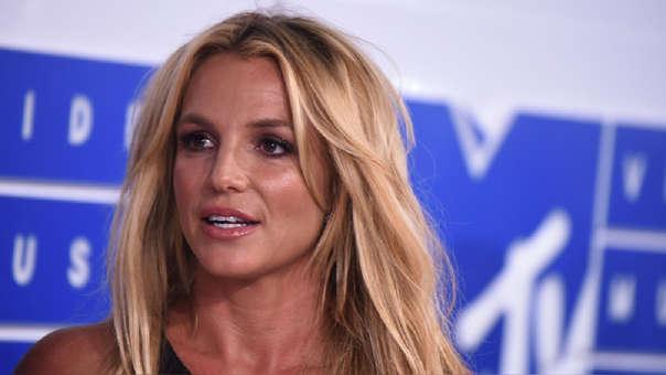 Britney Spears sufre colapso nervioso durante alfombra roja y alerta a sus fans