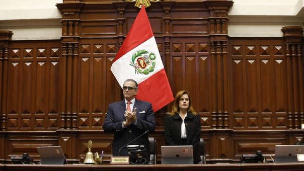 Mercedes Aráoz juró el lunes último como presidenta encargada del Perú ante un Congreso disuelto, su cargo duró poco más de un día.